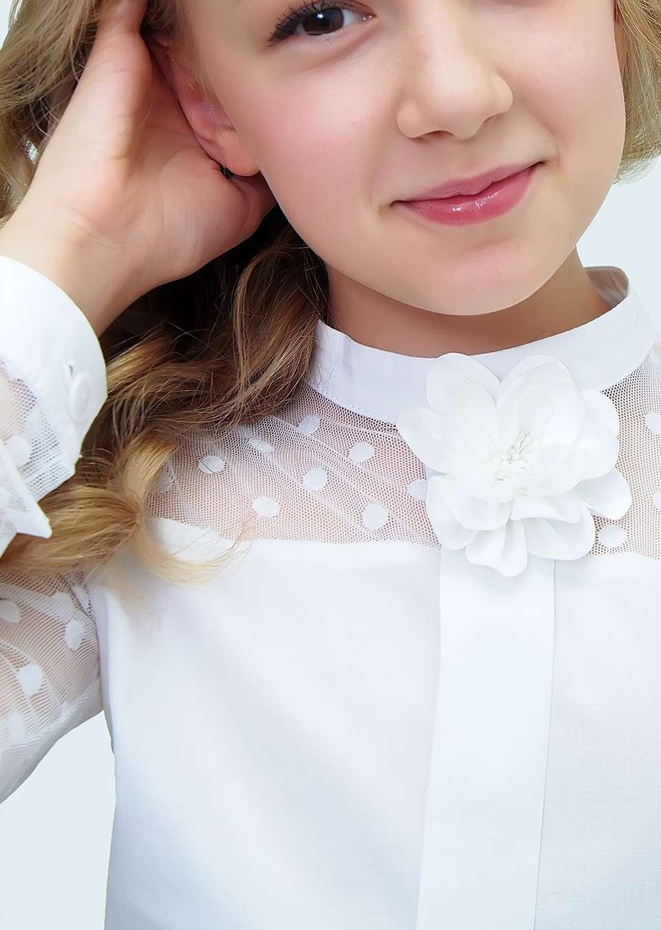 Блуза с длинным рукавом и брошкой