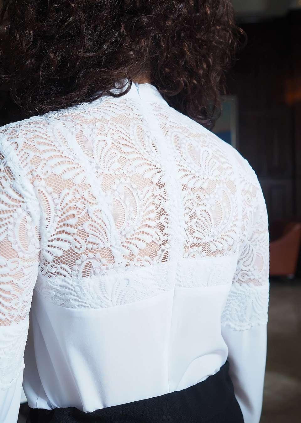 Блуза школьная с гипюром